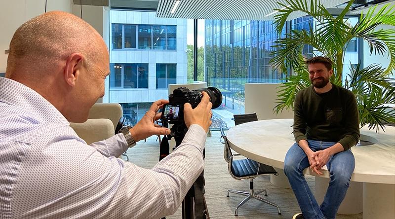 Lincelot vacaturevideo's - christophe filmt een collega en stelt hem als cameraman gerust